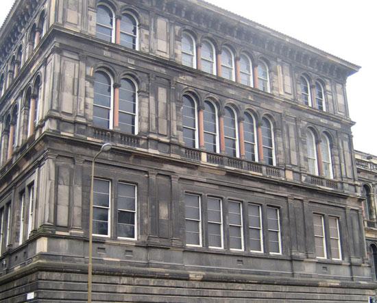 Очистка фасада здания от загрязнений: три способа — три результата